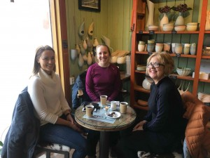 warming up in the local cafe house with Ingeborg Noren and Lisbeth. Sitting in front of all these ceramics, I had a sudden flashback when I was working ceramics including porcelain many years ago